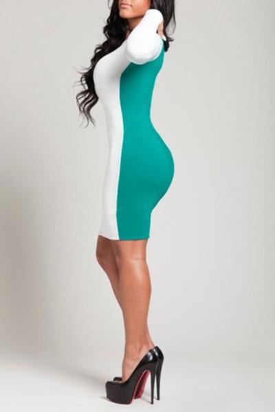 Женщины в платье выше колена