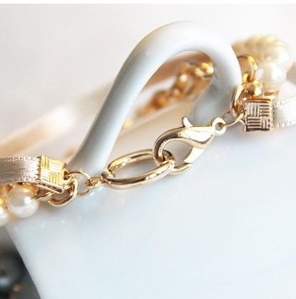 Fashion Retro Bow Perfume Bottle Embellished Pearl Bracelet