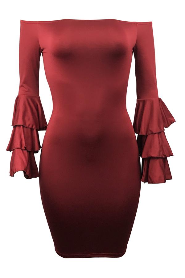 Maniche lunghe alla spalla elegante della spalla Falbala Design Vestito lungo dalla ginocchio del fodero in poliestere rosso del vino