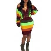Reizender Beiläufiger Gestreifter Mehrfarbiger Pullover Zweiteilig