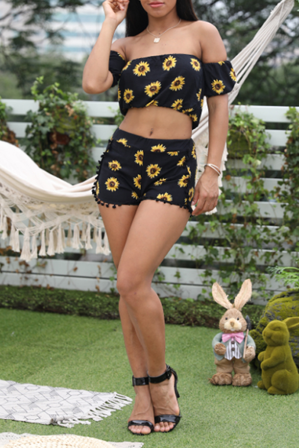 Lovely Stylish Off The Shoulder Sunflower Printed Black Two-piece Shorts Set