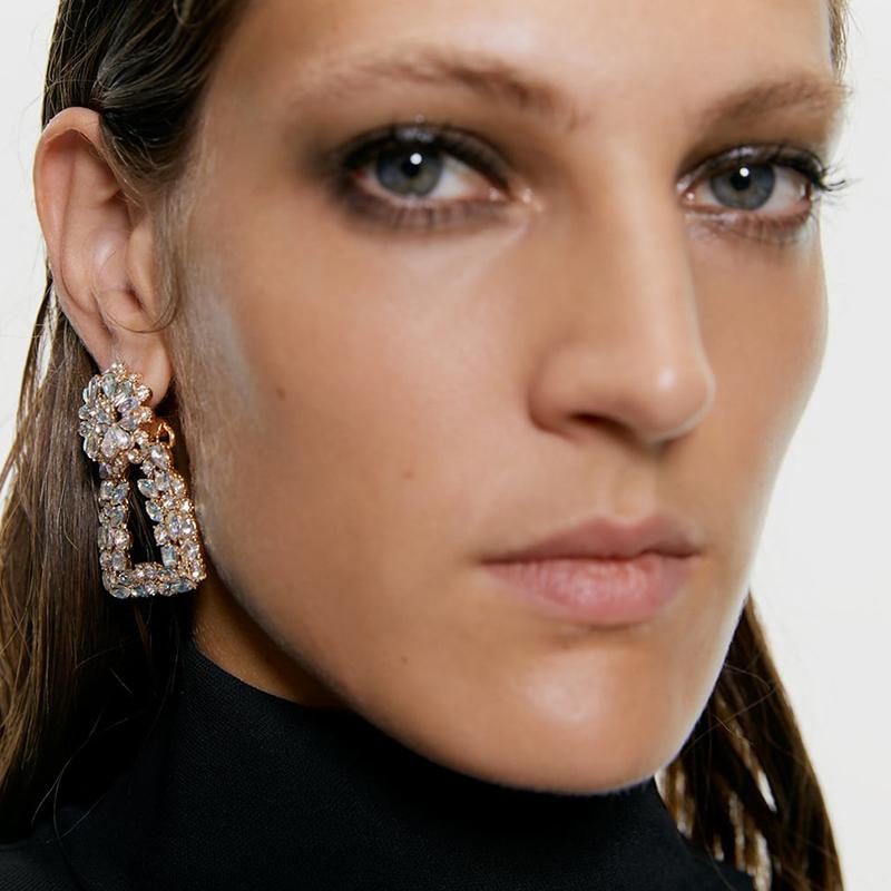 Lovely Vintage Rhinestone Decorative Gold Earring