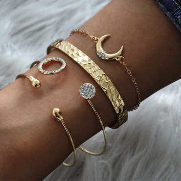 Lovely Trendy 4-piece Gold Bracelet