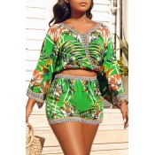 Lovely Chic V Neck Print Green Two-piece Shorts Set