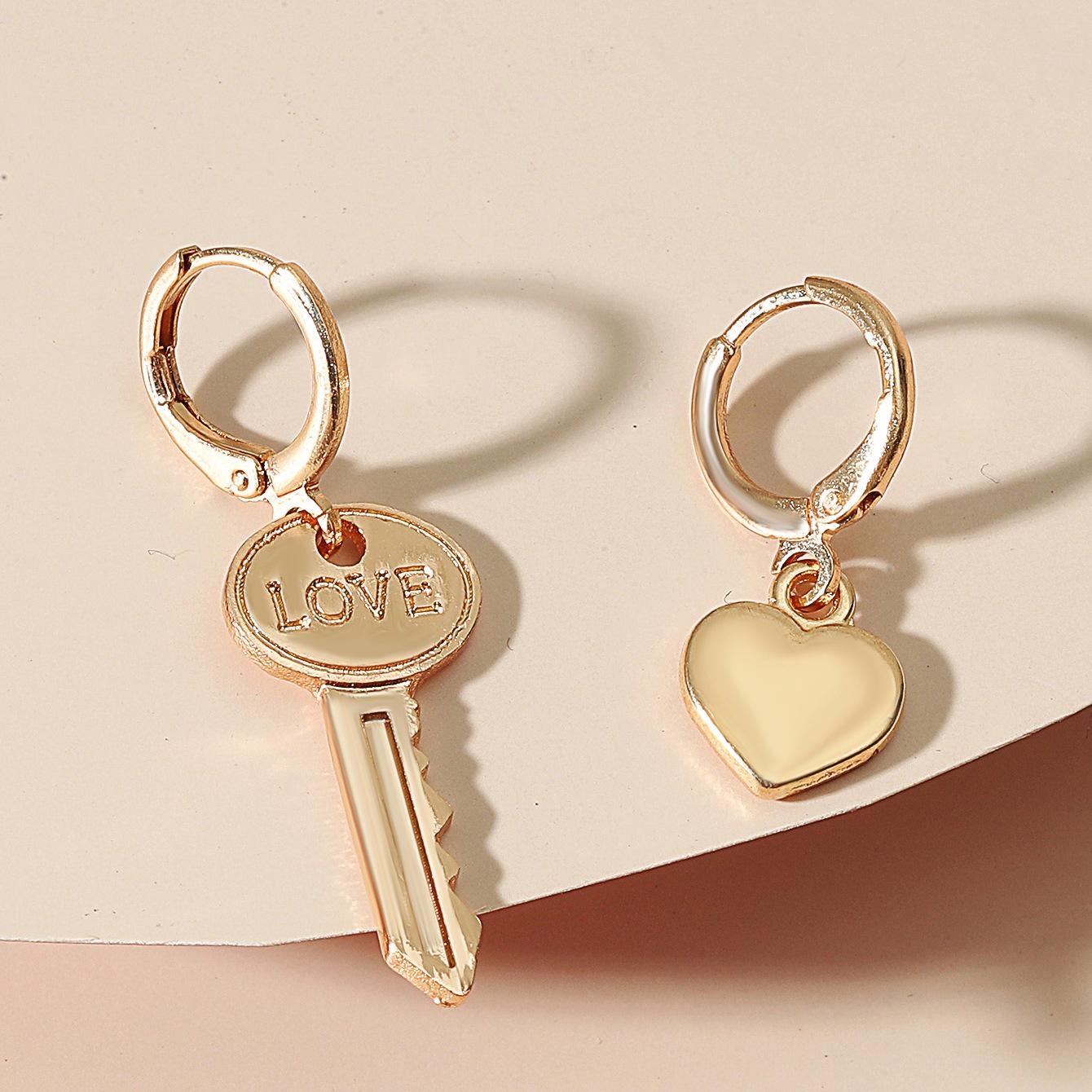 Lovely Casual Letter Key Design Gold Earring